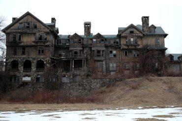 Дома, населенные привидениями